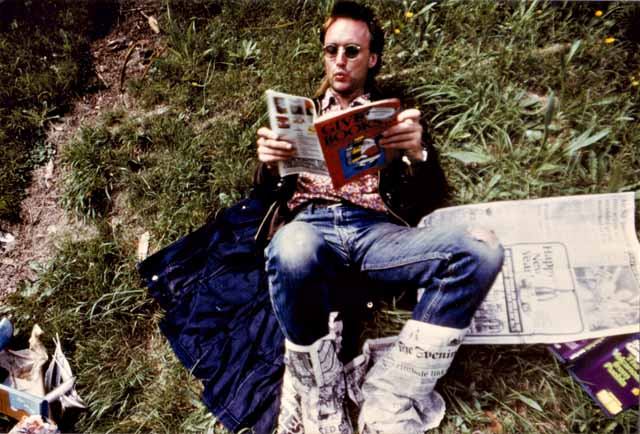 Kawowski reads the Evening Post with his toes 1986