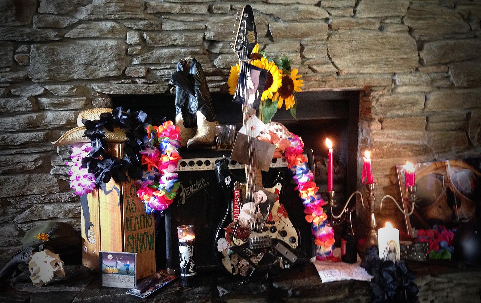 IMG_2471 Roddy shrine Kings Arms 1600 VIG